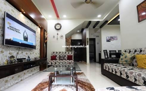 Row house interior designing work:  Corridor & hallway by Designaddict