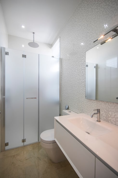 Baño principal: Baños de estilo minimalista por Design Group Latinamerica