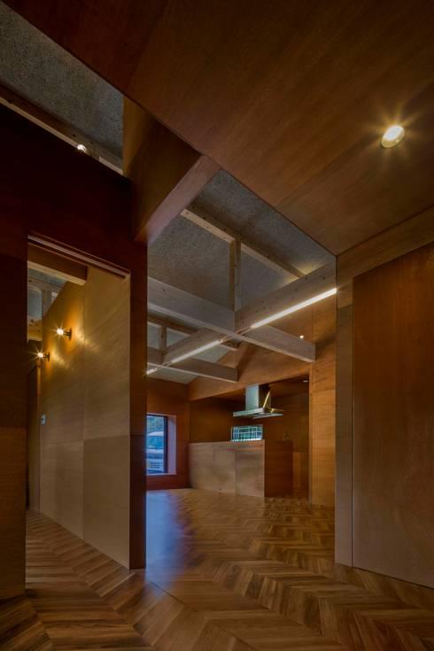 TH-HOUSE: Yama Designが手掛けたリビングです。