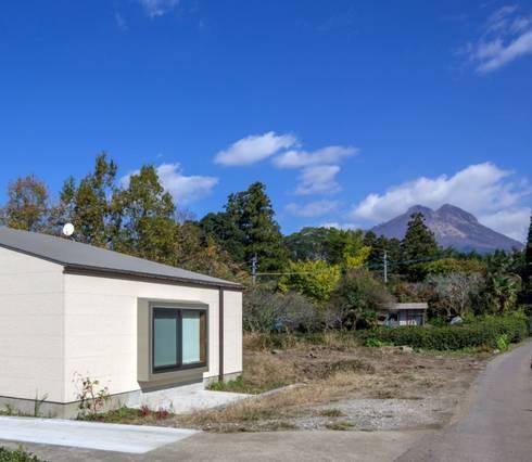 TH-HOUSE: Yama Designが手掛けた家です。