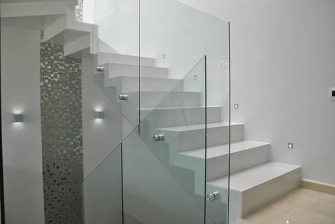 modern Corridor, hallway & stairs by Design Group Latinamerica