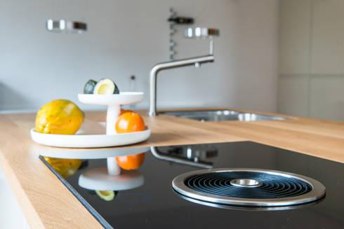 Geen afzuigkap meer nodig:  Built-in kitchens by B1 architectuur