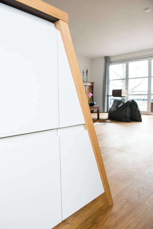 Complete make-over woonkamer en keuken:   by B1 architectuur
