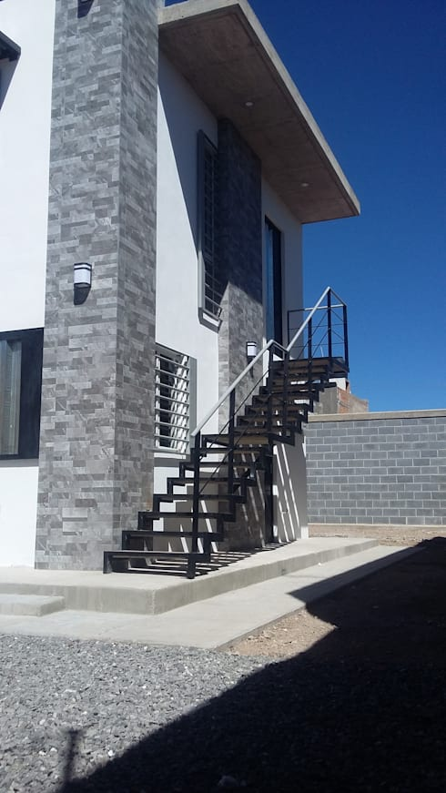 LOCAL COMERCIAL: Escaleras de estilo  por DALSE Construccion & Remodelación