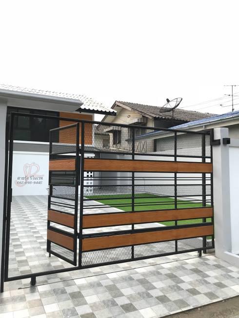 ประตูและรั้วบ้านหลังทำการรีโนเวท:   by สายรุ้งรีโนเวท