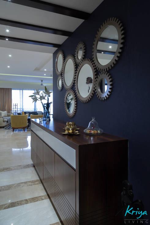 3 BHK Apartment—Raheja Pebble Bay:  Corridor & hallway by KRIYA LIVING