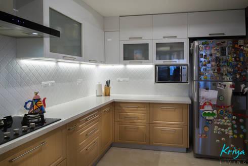 3 BHK Apartment—Raheja Pebble Bay:  Built-in kitchens by KRIYA LIVING