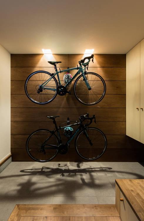 Corridor and hallway by SQOOL一級建築士事務所