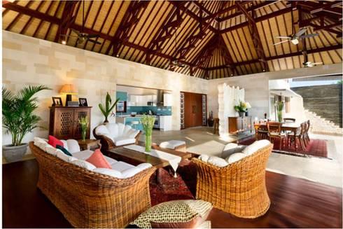Villa Saya - Living Area:  Ruang Keluarga by HG Architect