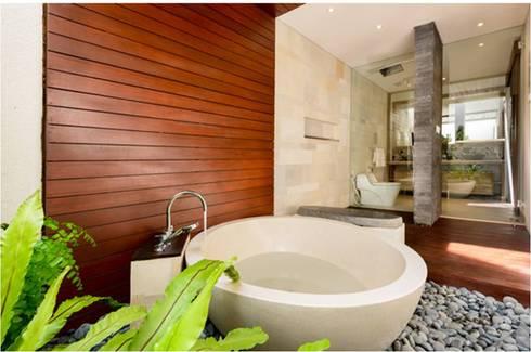 Villa Saya - Pavilion Ensuite Bathroom:  Kamar Mandi by HG Architect