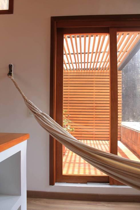 Estar a terraza: Terrazas de estilo  por ATELIER HABITAR