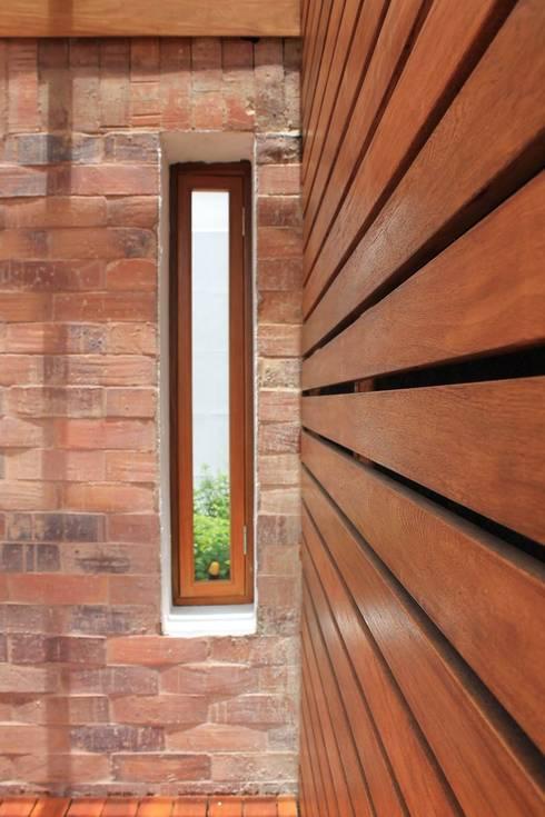 Terraza: Terrazas de estilo  por ATELIER HABITAR