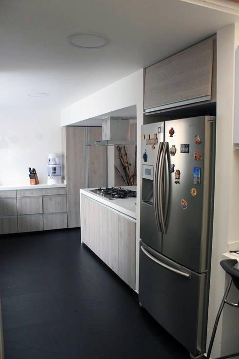 Cocina: Cocinas de estilo moderno por ATELIER HABITAR