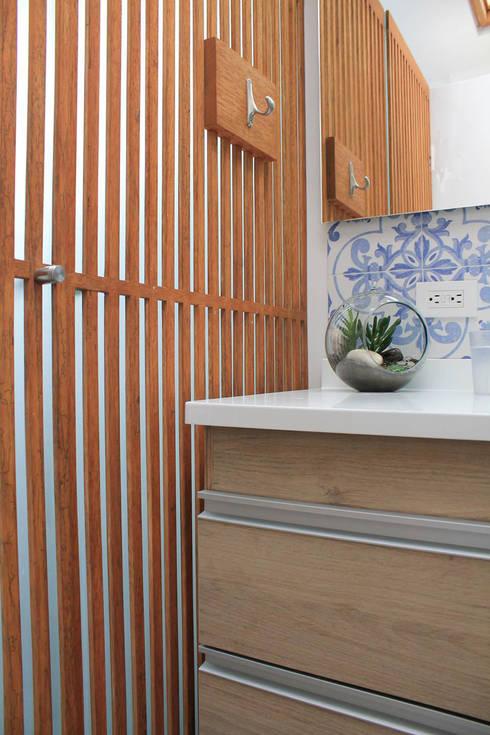Detalles: Baños de estilo moderno por ATELIER HABITAR