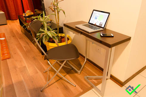 a work station that easily:  Office spaces & stores  by Space Transformers