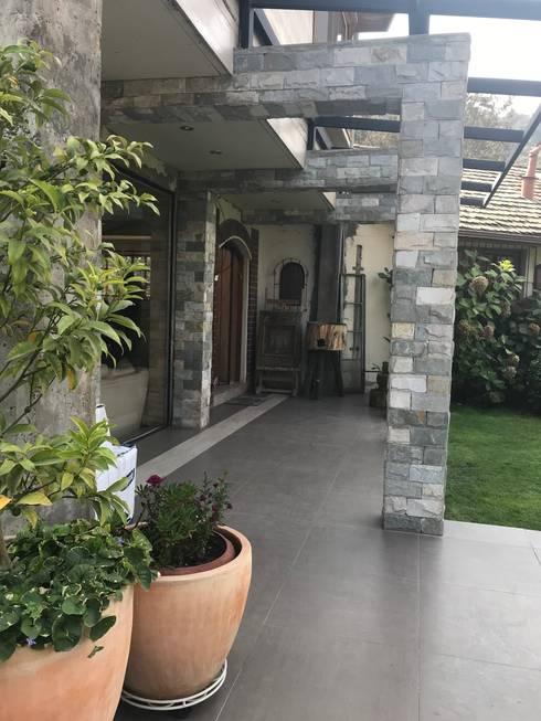 Acceso principal: Casas unifamiliares de estilo  por ARquitectura