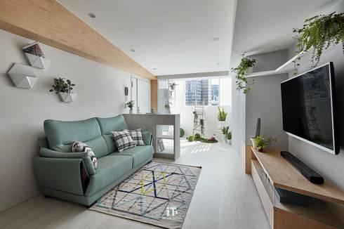 | 住宅設計案 | 喜光:  客廳 by iT DESIGN 一它設計