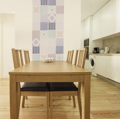 Apartamento da Glória: Cozinhas escandinavas por Homestories