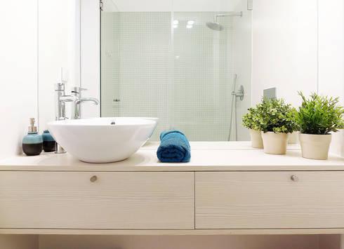 Casa da Rute: Casas de banho escandinavas por Homestories