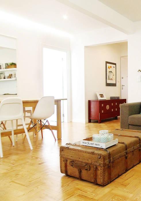 Casa da Rita e do Pedro: Salas de estar escandinavas por Homestories