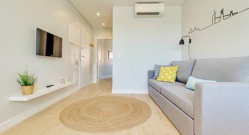 Apartamento da Alegria: Salas de estar escandinavas por Homestories