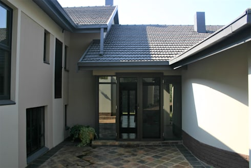 After photo of man entrance of the house:   by Nuclei Lifestyle Design