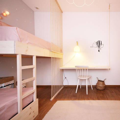 O quarto da Ana e da Margarida: Quartos de criança escandinavos por Homestories