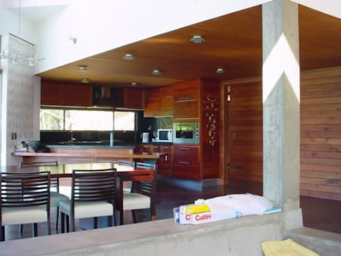 casa FSA 02: Comedores de estilo moderno por Sotomayor & Asociados