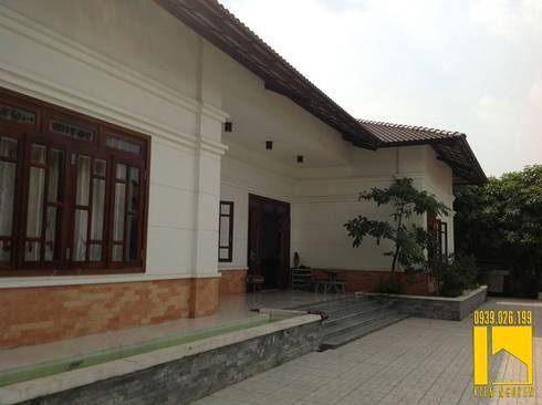 Biệt thự :  Hiên, sân thượng by CÔNG TY TNHH KT - XD KIẾN NGUYỄN