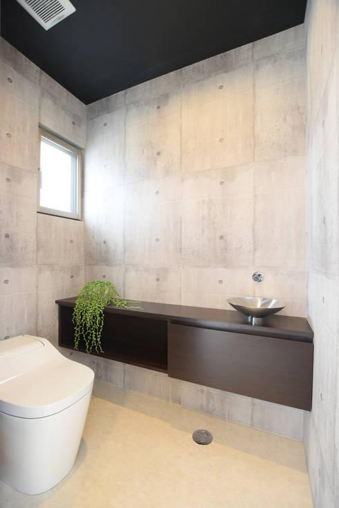 トイレ: 有限会社 秀林組が手掛けた洗面所&風呂&トイレです。
