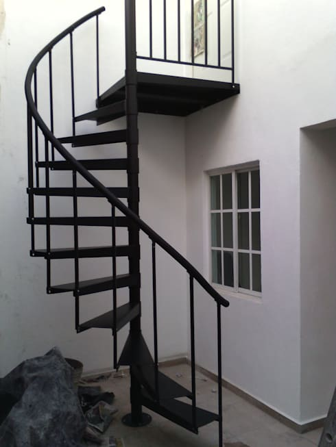 Escalera caracol modelo YAXCHILAN de Suvire Escaleras | homify