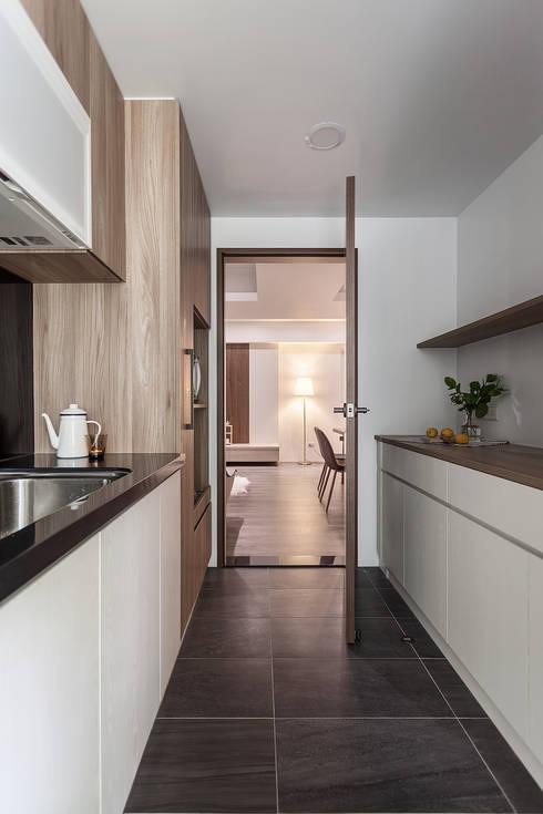 0.5+0.5>1:  廚房 by 知域設計