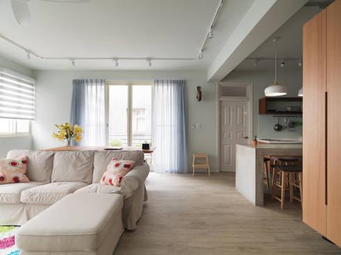Living room / Balcony:  客廳 by 湜湜空間設計