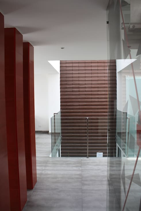 Vestibulo acceso: Pasillos y vestíbulos de estilo  por RIVAL Arquitectos  S.A.S.