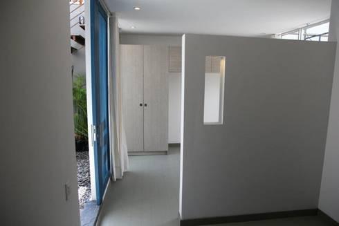 CHAPINERO CENTRAL ESTUDIOS: Habitaciones de estilo moderno por RIVAL Arquitectos  S.A.S.