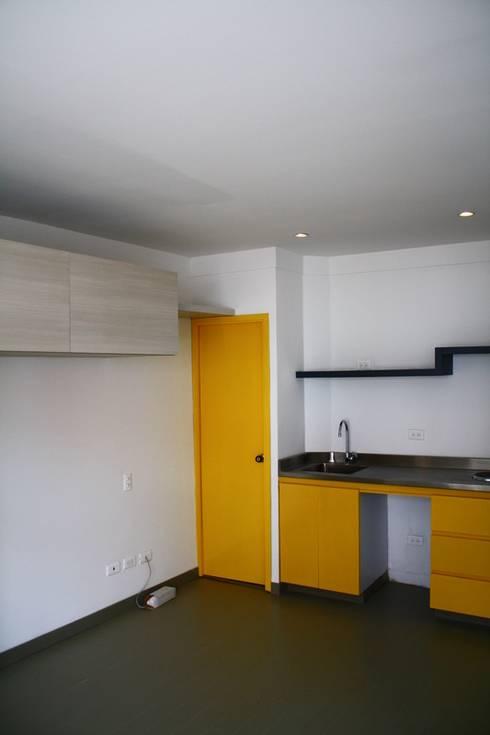 CHAPINERO CENTRAL ESTUDIOS: Cocinas integrales de estilo  por RIVAL Arquitectos  S.A.S.