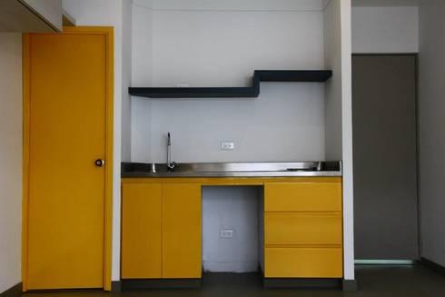 Cocina Aparta Estudio: Cocinas integrales de estilo  por RIVAL Arquitectos  S.A.S.