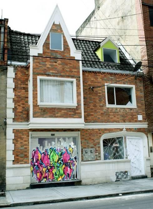 Fachada tratada: Casas de estilo moderno por RIVAL Arquitectos  S.A.S.