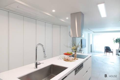 완벽한 미니멀 라이프, 대치동 선경아파트: B house 비하우스의  주방