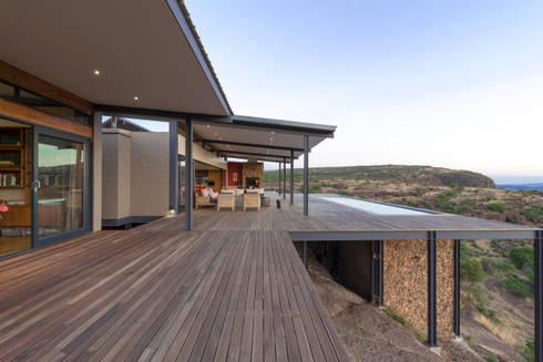 Deck: modern Houses by Hugo Hamity Architects