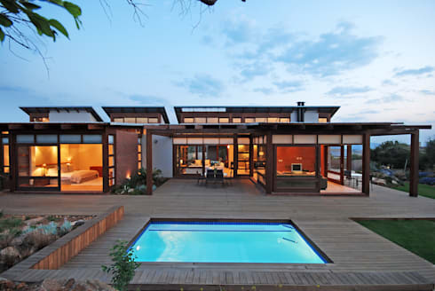 Front facade : modern Houses by Hugo Hamity Architects