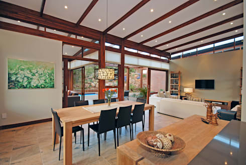 Dining area : modern Living room by Hugo Hamity Architects