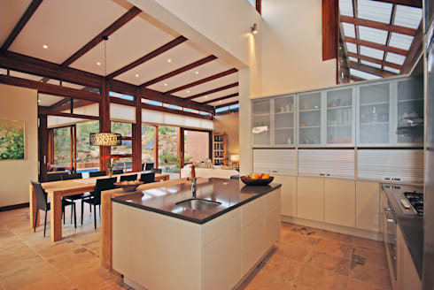 Kitchen: modern Kitchen by Hugo Hamity Architects