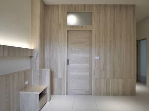氧光-沐屋:  更衣室 by 喬克諾空間設計