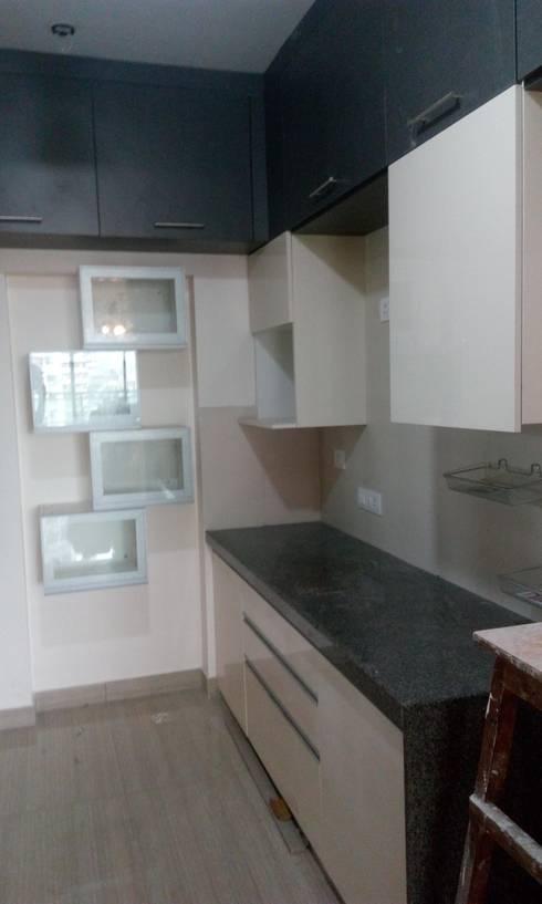 Ghatkopar residence: modern Kitchen by Rennovate Home Solutions pvt ltd