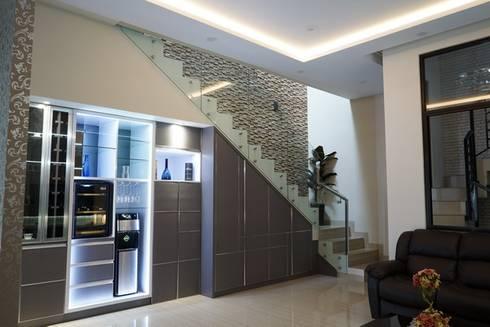 Mini Bar:  Wine cellar by Cendana Living