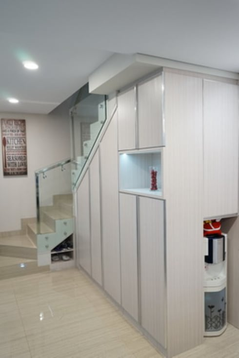 Cabinet Shoes Area:  Corridor, hallway & stairs by Cendana Living