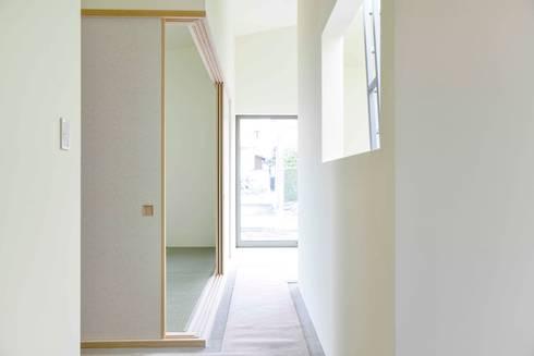 House for O: kurosawa kawara-tenが手掛けた廊下 & 玄関です。