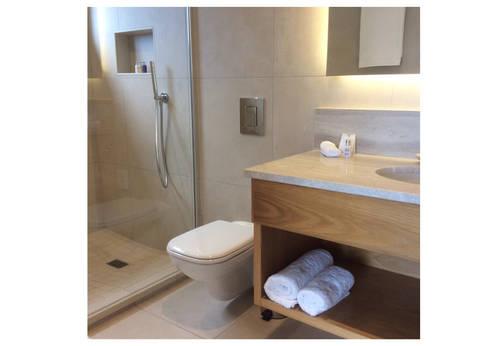 Bathroom 6: modern Bathroom by MINIM INTERIOR DESIGN
