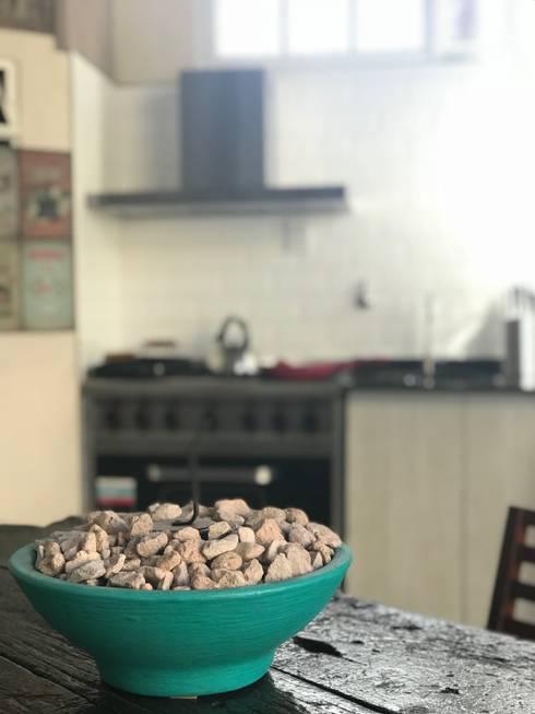 Fogón: Cocinas de estilo rústico por Küp Arq